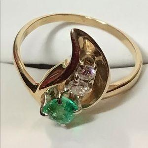 14k gold, emerald & 2 diamonds curve ring, elegant